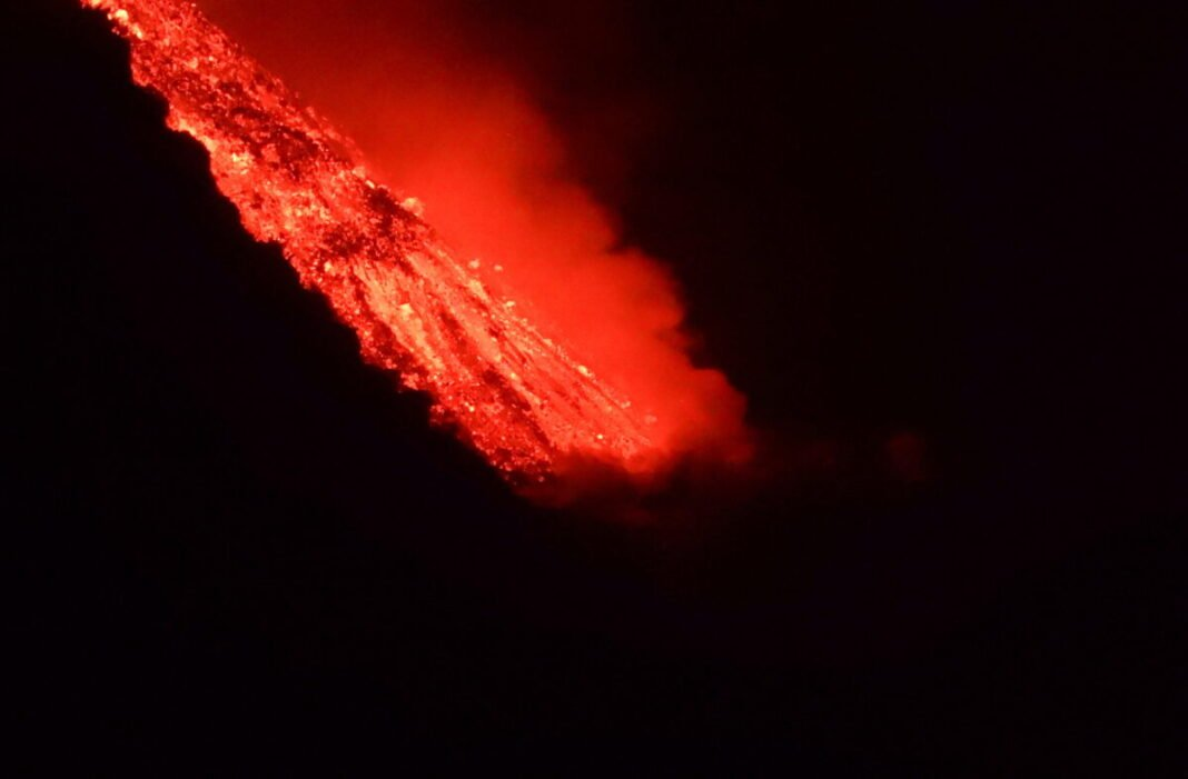 Nine days after the eruption, La Palma reached the lava ocean from the volcano