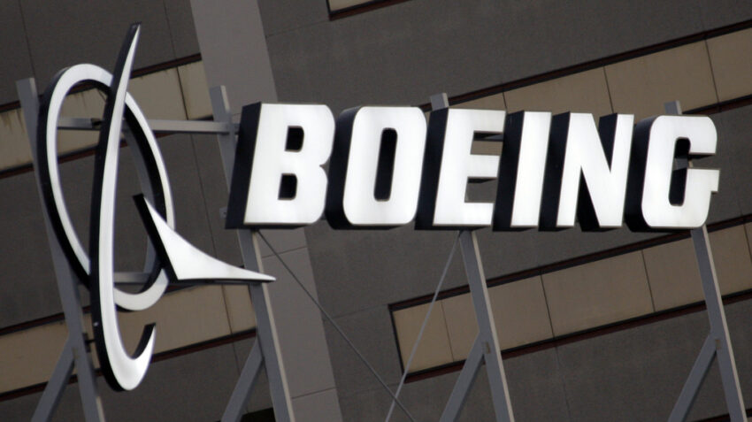 Boeing mandates COVID vaccine for US workers