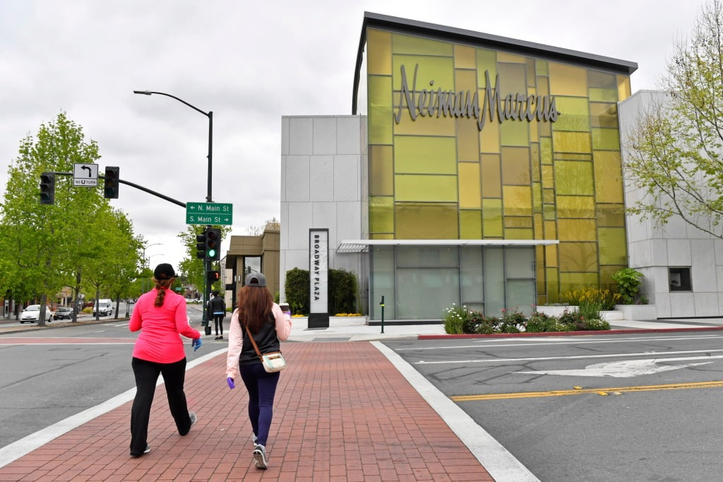 Neiman Marcus alerts millions of online customers to security breaches