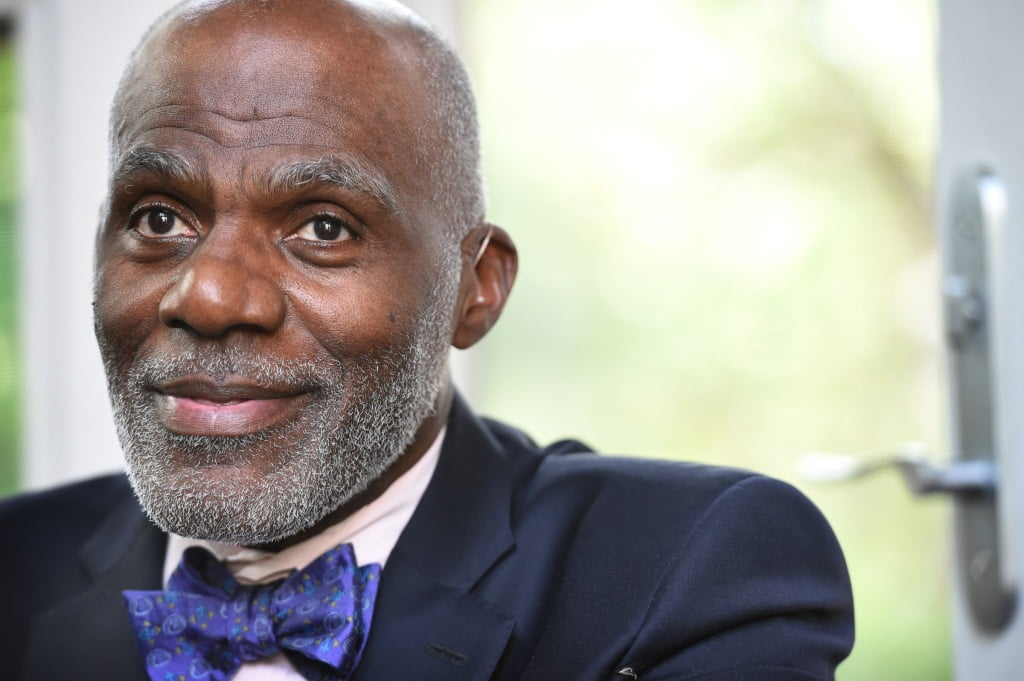 Vikings legend Alan Page finally got 'a good laugh' for not being labeled 'notable' before being verified by Twitter
